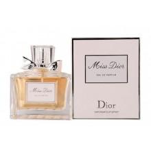 Dior Miss Dior e женски парфюм с чувствен и свеж плодово-цветен аромат и ухание на букет от рози