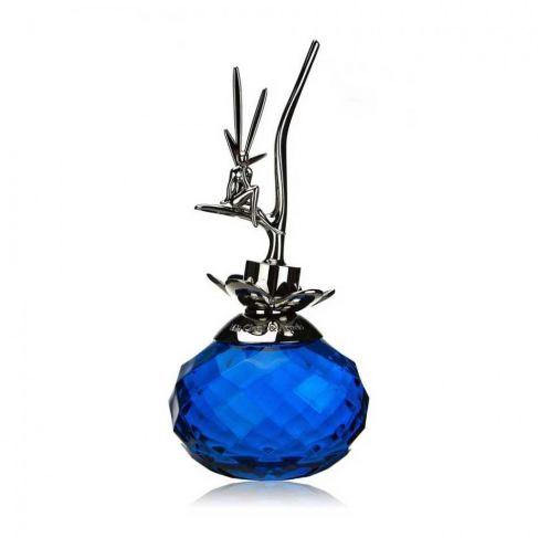 Van Cleef&Arpels Feerie е женски парфюм с омайващо и съблазнително, плодово-цветно ухание с ориенталски нотки