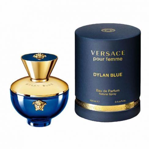 Versace Dylan Blue pour Femme е женски парфюм с наситен и чувствен, цветно-плодов дървесен аромат с мускусно ухание